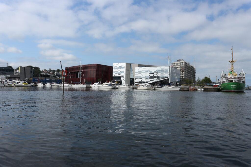 Sandnes Rådhus og Havnespeilet